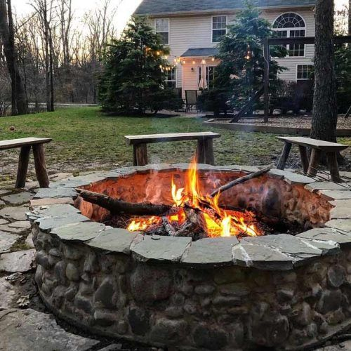 Rustic Backyard Fire Pit Design #woodenbench