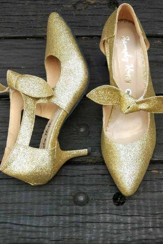 Closed Toe Gold Pumps With A Bow #goldpumps