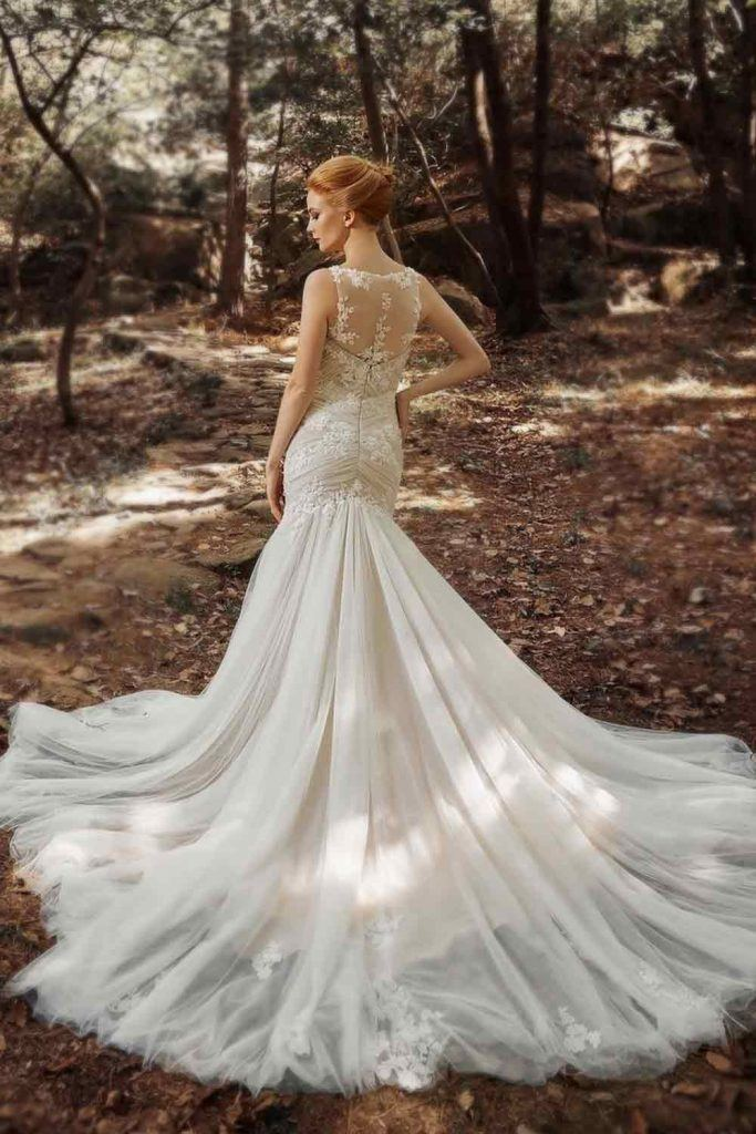 Do Mermaid Dresses Make You Look Shorter? #bride #bridaldress