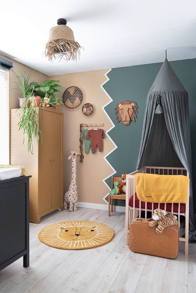 Nursery Design For Boy With Canopy Crib #animalrug #paintedwalls