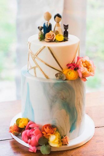 Unique And Charming Figurines #weddingcake #toppers #cake