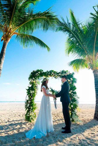 Beach Wedding Planning: Things To Conside #wedding #outdoorwedding