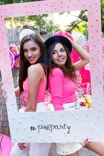 Birthday Party Ideas For Girls #pinkparty #photoframe