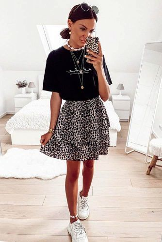 Leopard Skirt With Black T-shirt Outfit #leopardskirt