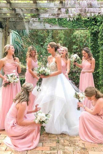 Bridesmaids Lending A Hand #wedding #weddingphoto #bride
