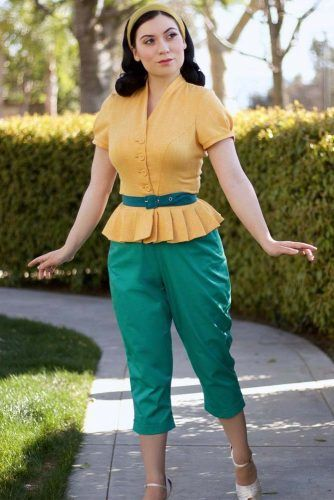 Yellow Ruffle Blouse With Cropped Pants 50s Fashion Outfit #croppedpants #ruffledtop