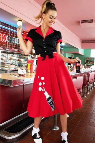 Poodle Skirt 50s Fashion Outfit Idea #poodleskirt