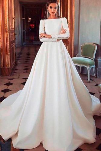 Classic Long Sleeve Wedding Dress #classicweddingdress #simpleweddingdress