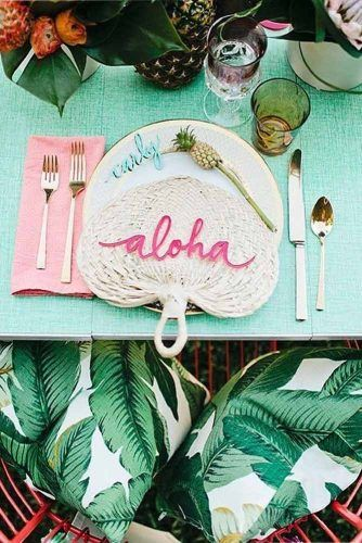 Table Setting Décor With Aloha Accent #luautabledecor
