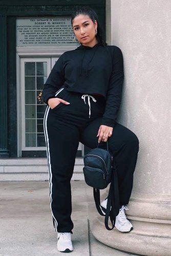 A Black Sport Pants With A Crop Sweatshirt Outfit #sportpants #cropsweatshirt