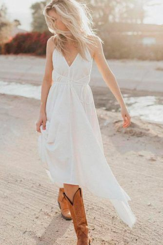 White Maxi Dress With Brown Boots #whitedress #casualoutfit