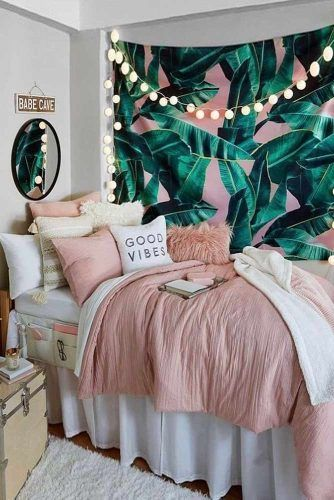 Dorm Room Idea With Tropical Tapestry #tropicalwalldecor