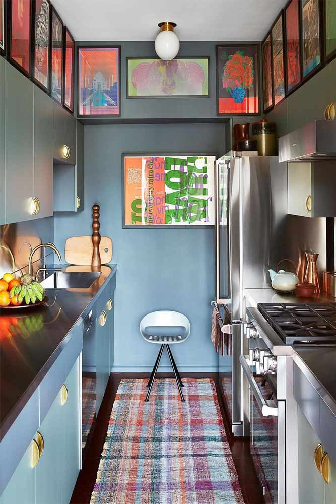 Small Kitchen With Wall Pictures Decor #bluewall #modernfurniture