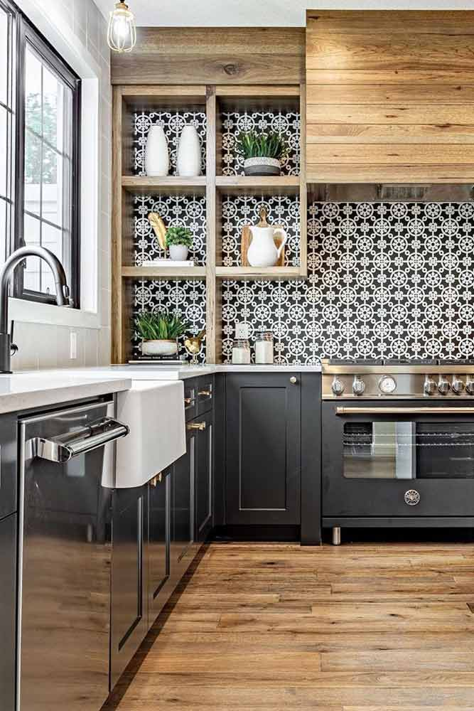 Kitchen With Patterned Backsplash In Minimalistic Colors #blackwhite #patternedbacksplash