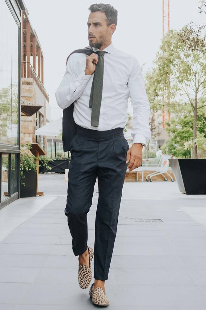 Casual Business Outfit With Classy Gray Tie #whiteshirt #graytie