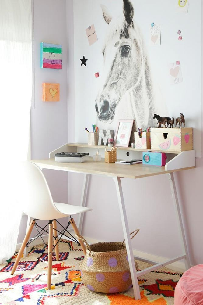 Modern Desk With Bright Painted Wall Decor #wallpainting #moderndesk