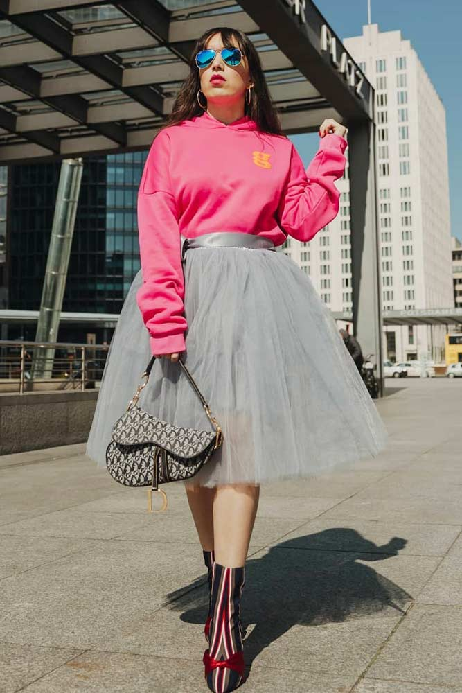 Tulle Skirt With Sweatshirt Outfit #sweatshirt #grayskirt