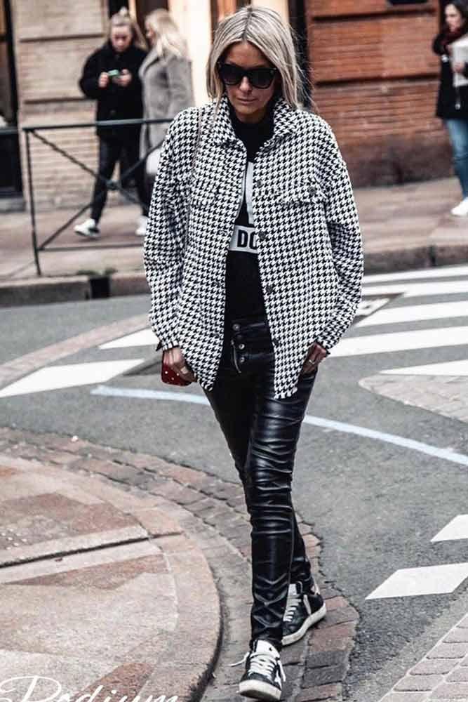Print Oversized Jacket With Leather Leggings Outfit #oversizejacket #leatherleggings