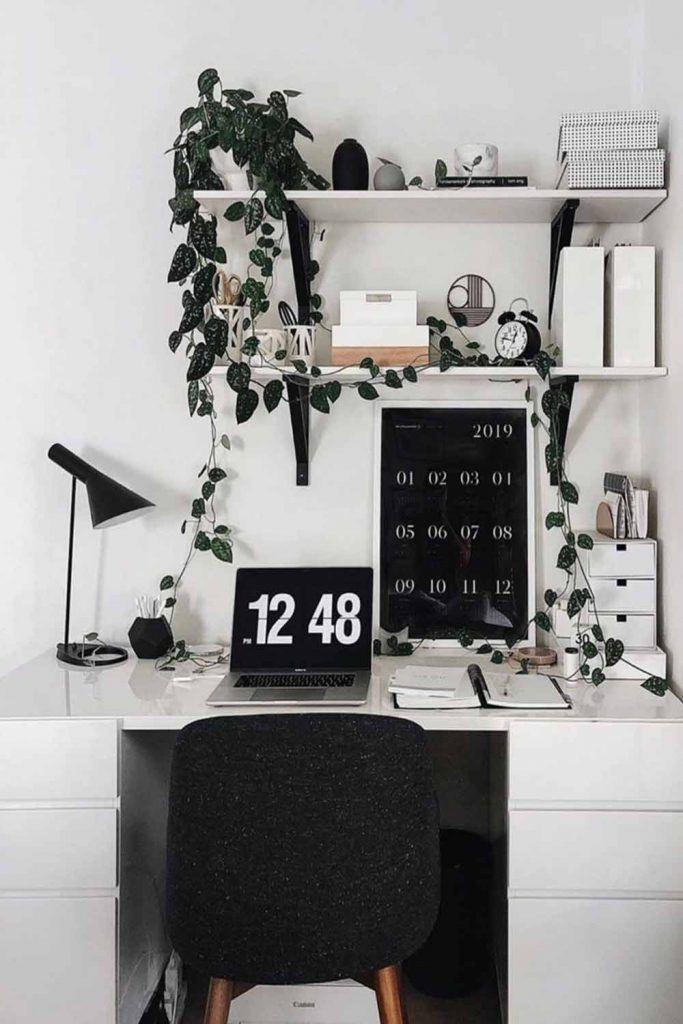 Black And White Home Office Décor Idea #calendar #deskorganization