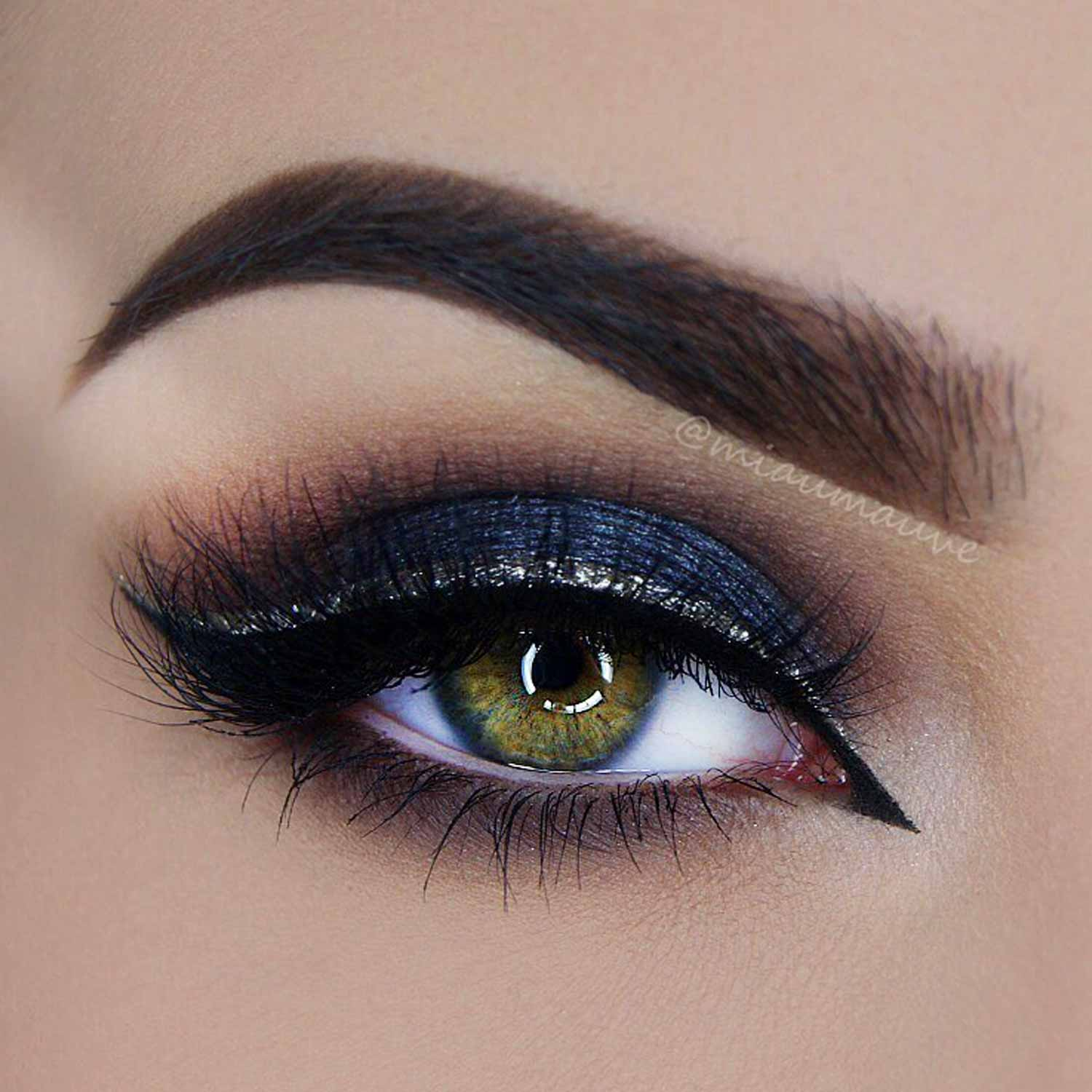 Glossy Eyeliner Style For Small Eyes