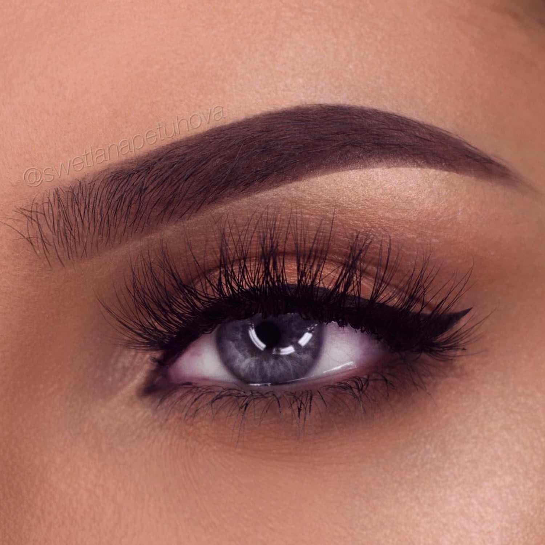 Simple Winged Eyeliner Style For Round Eye Shape