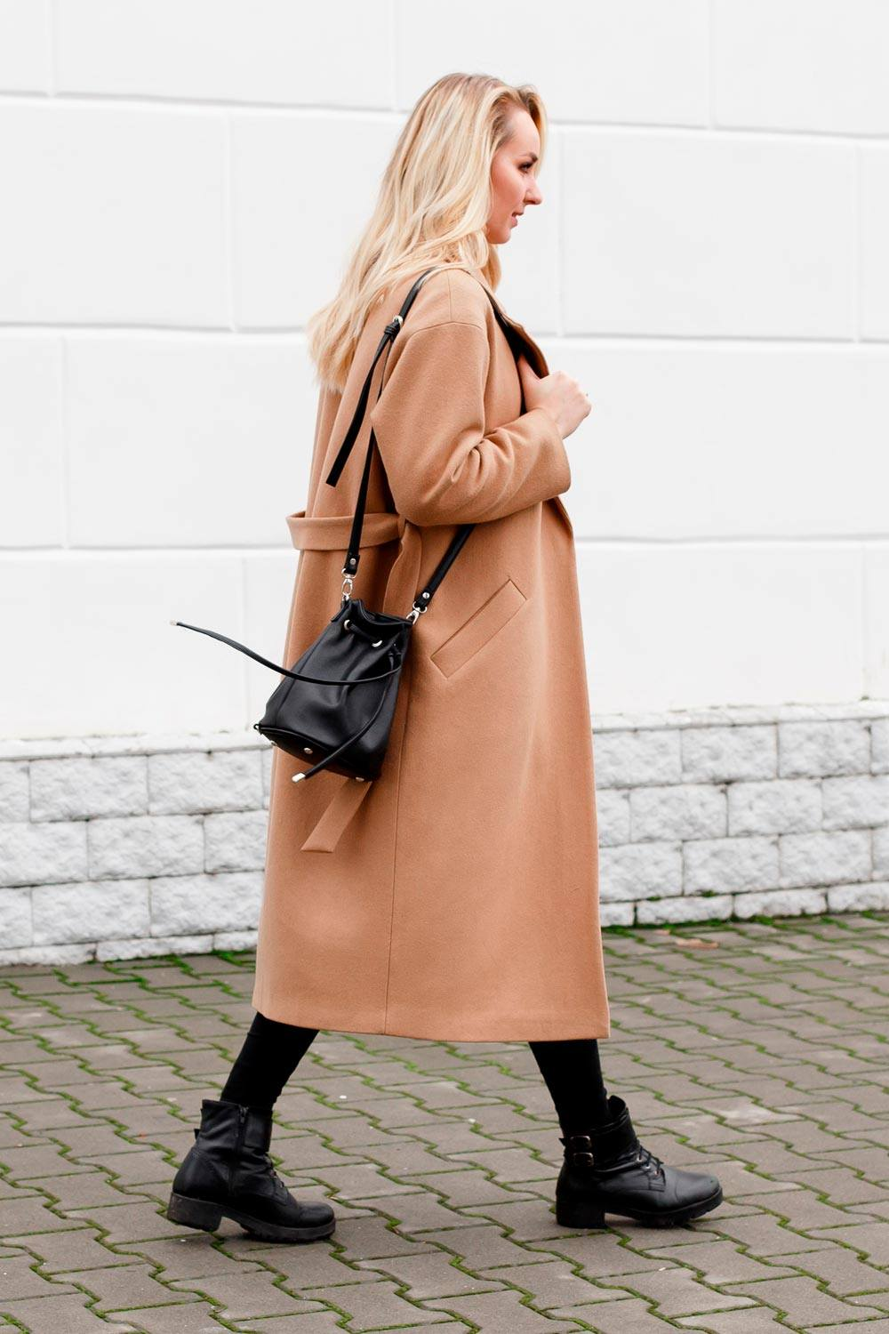Beige Coat With Beanie Hats Outfits