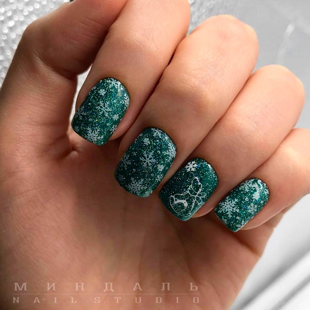 Green Glitter Winter Nail Designs