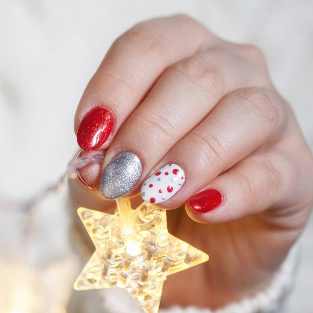 Beautiful Christmas Nails Design