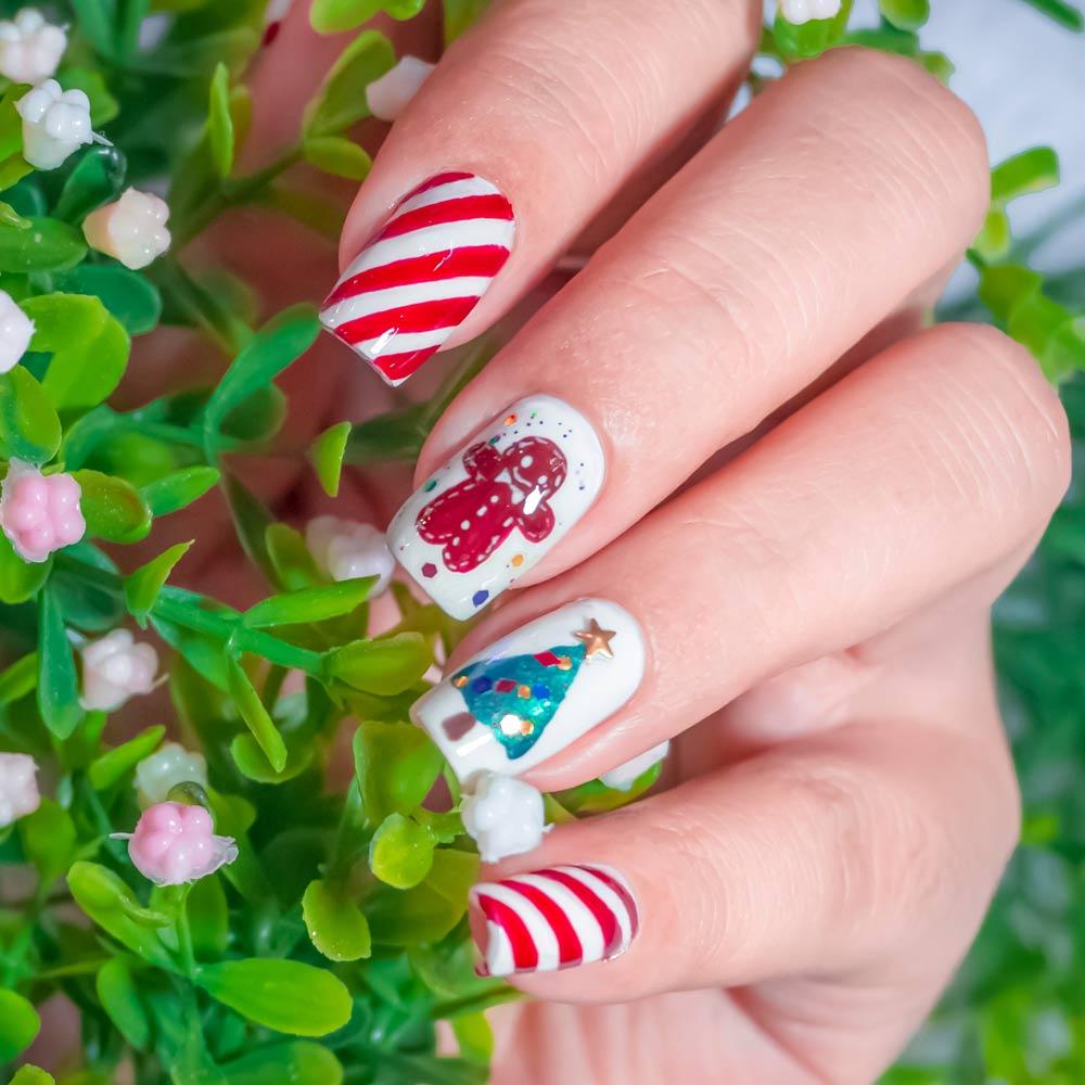 Nails with Christmas Theme Nail Art