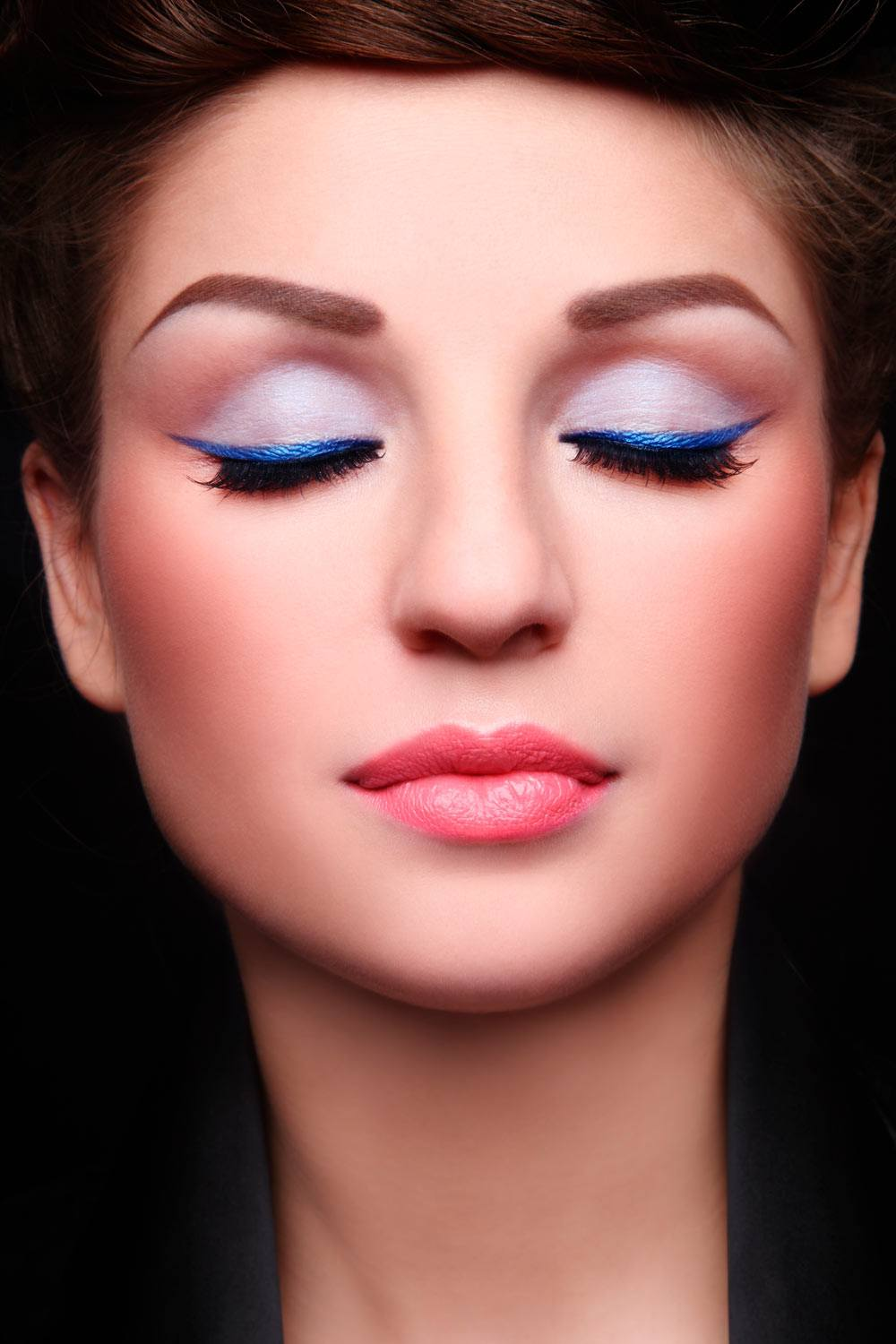 Festive Makeup Ideas with Eyeliner Accent