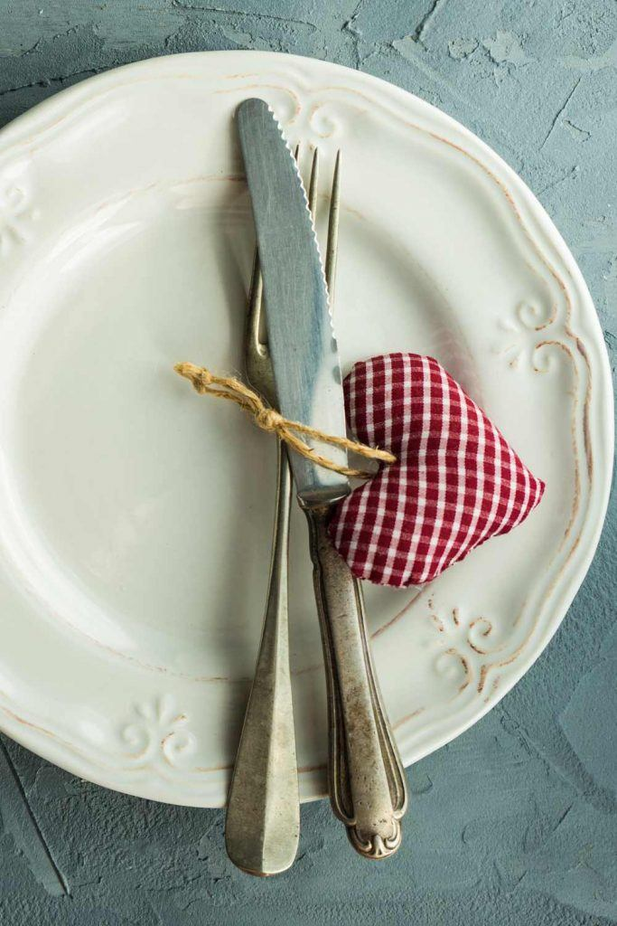 Minimalist Napkin Ring Idea for Valentines Day