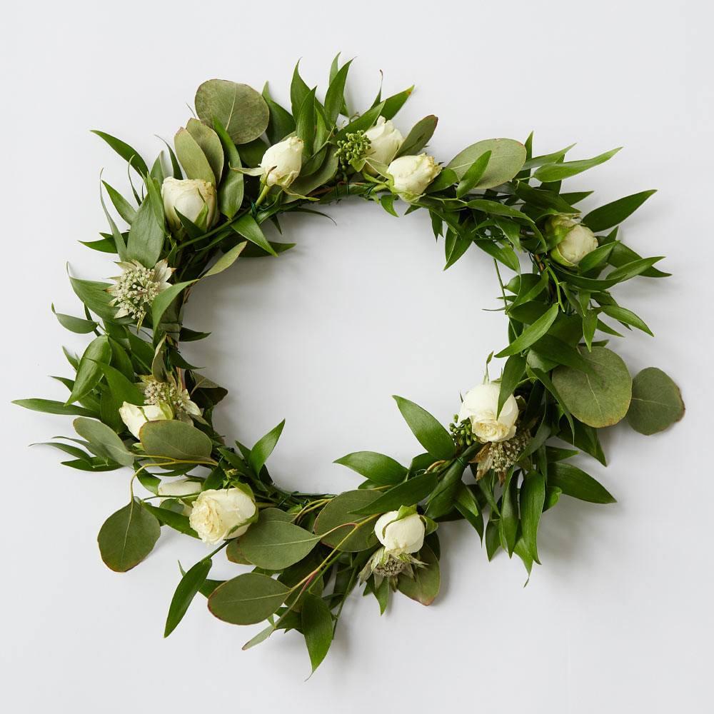 Minimalist Spring Wreath Idea