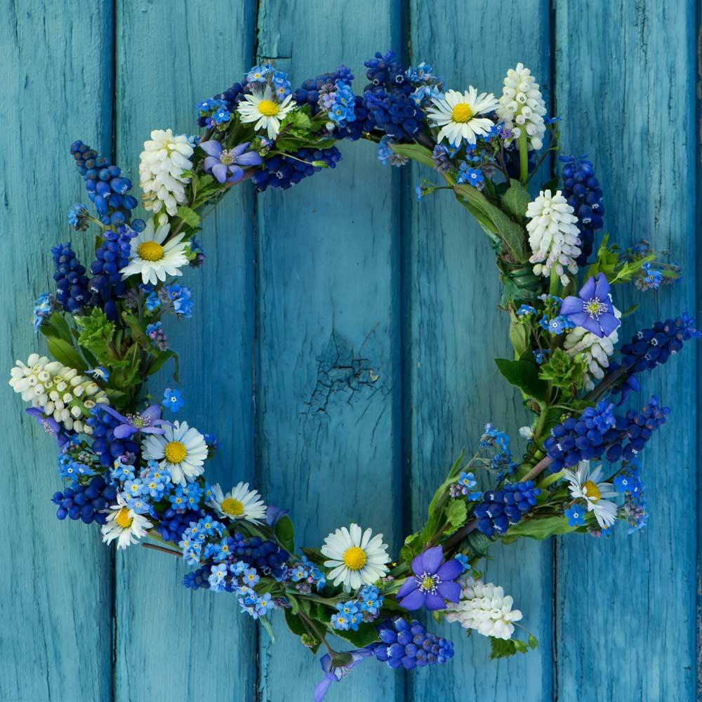 Door Wreath with Daisies