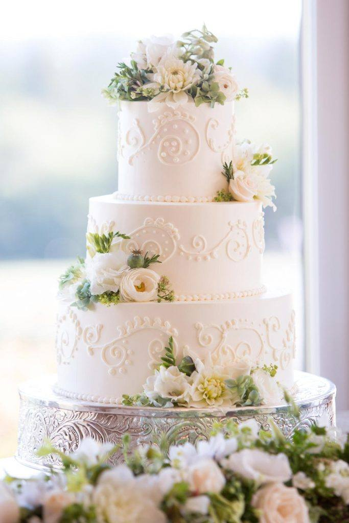 Delicious And Nice Wedding Cake