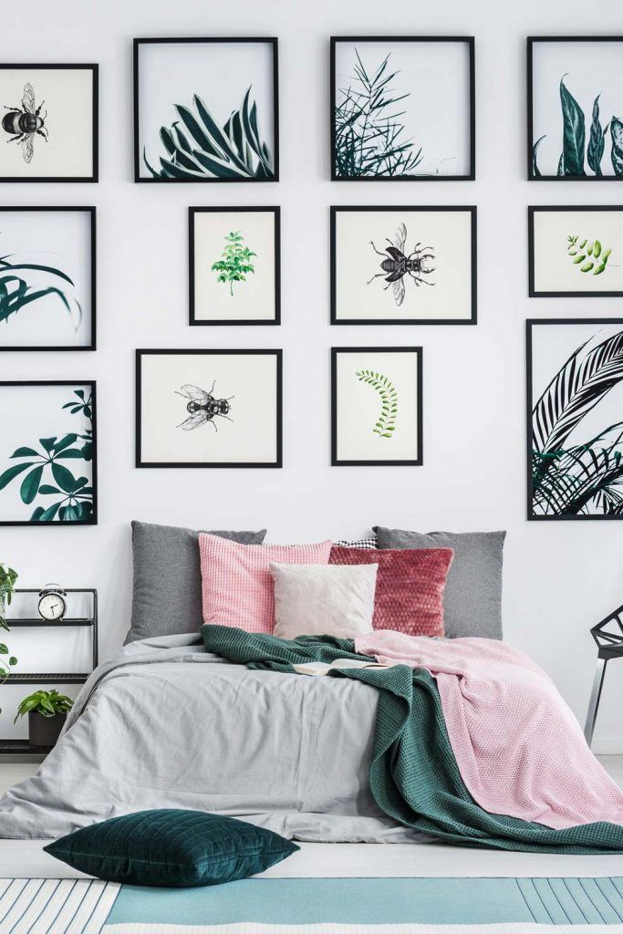How to Decorate Wall with Lots of Pictures