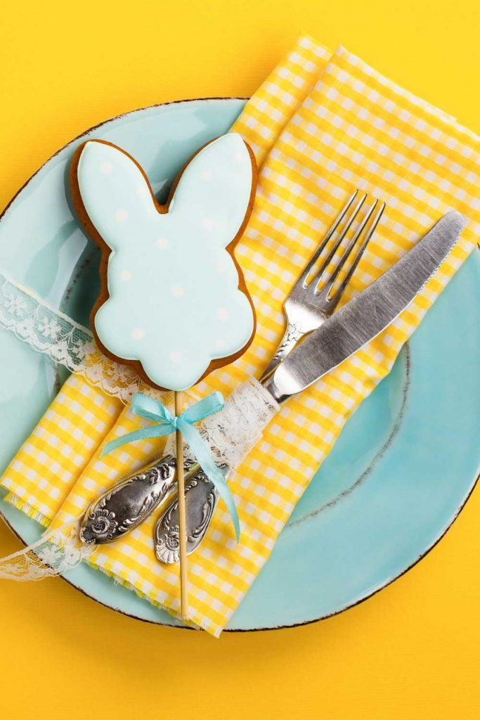 Easter Napkin with Rabbit Cookie