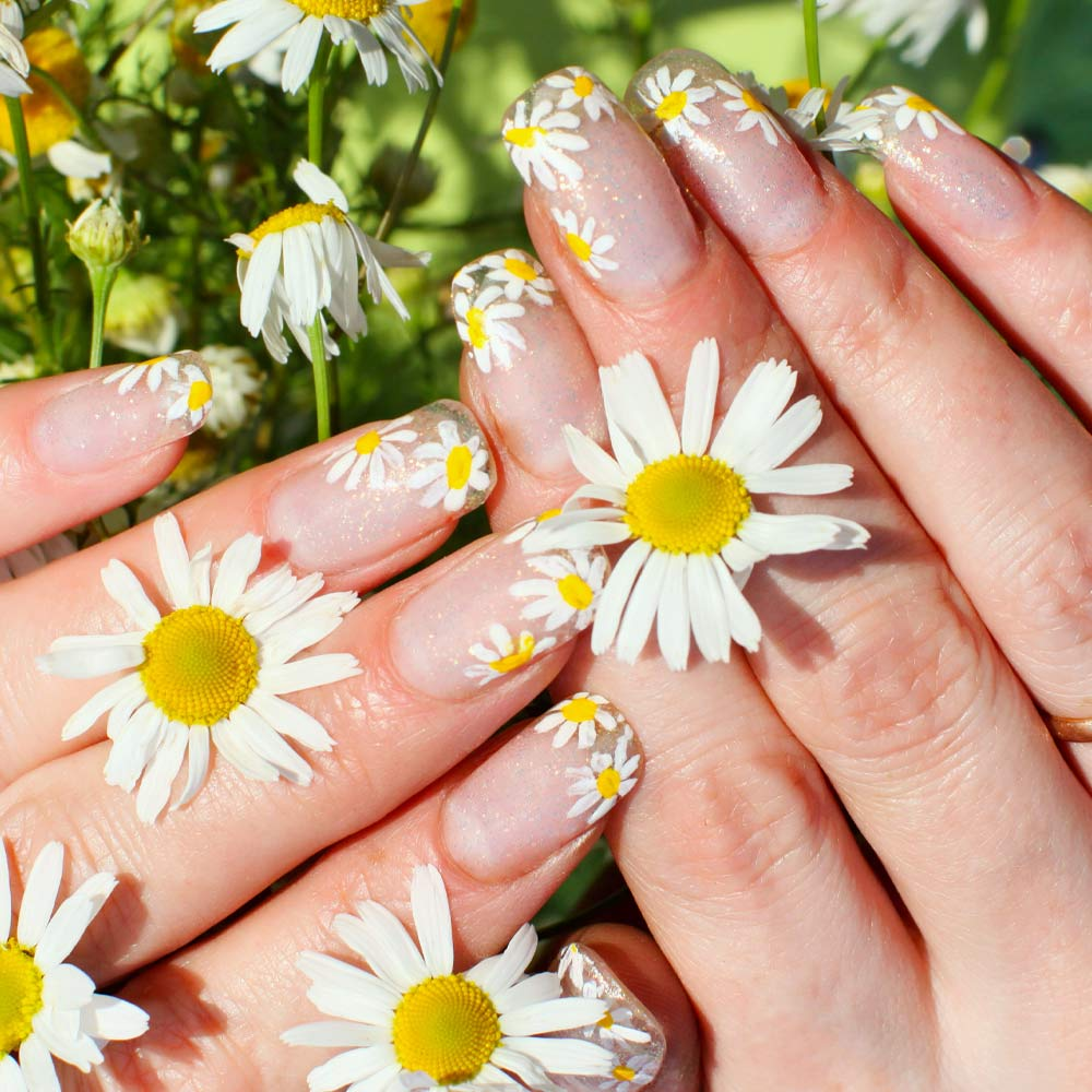 Cute Spring Nails with Daisies