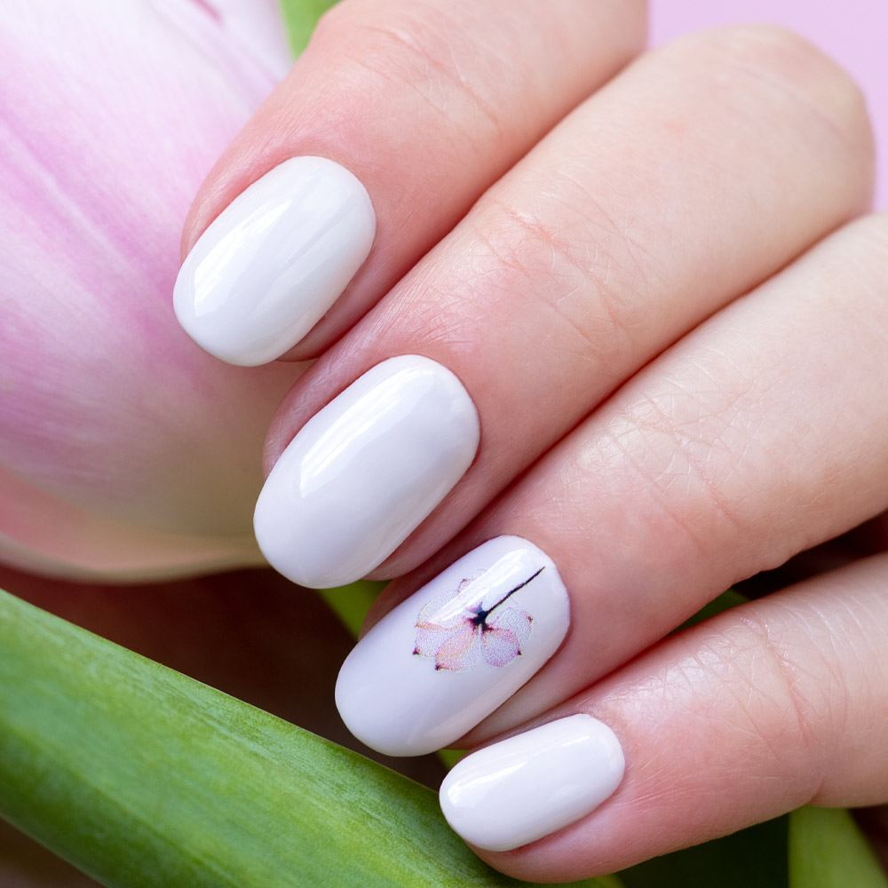 Minimalist Spring Nails with Accent Nail