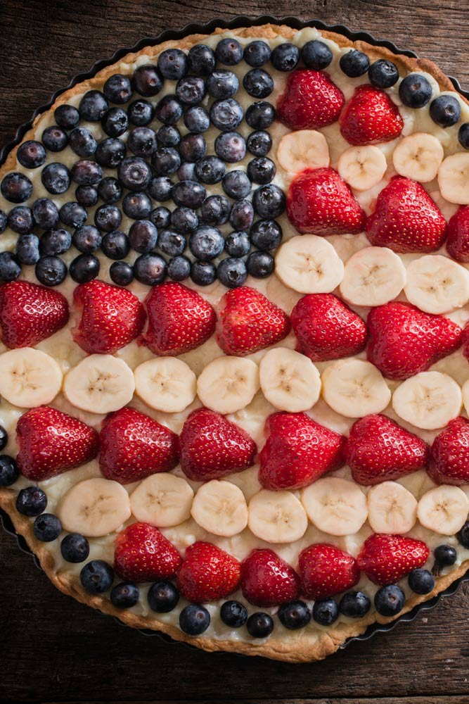 Pie with Strawberry, Banana and Blueberry