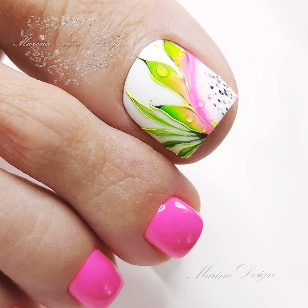 Floral Toe Nail