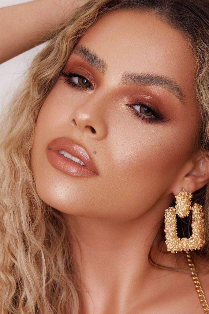 Nude Homecoming Makeup with Glitter Eyeshadows