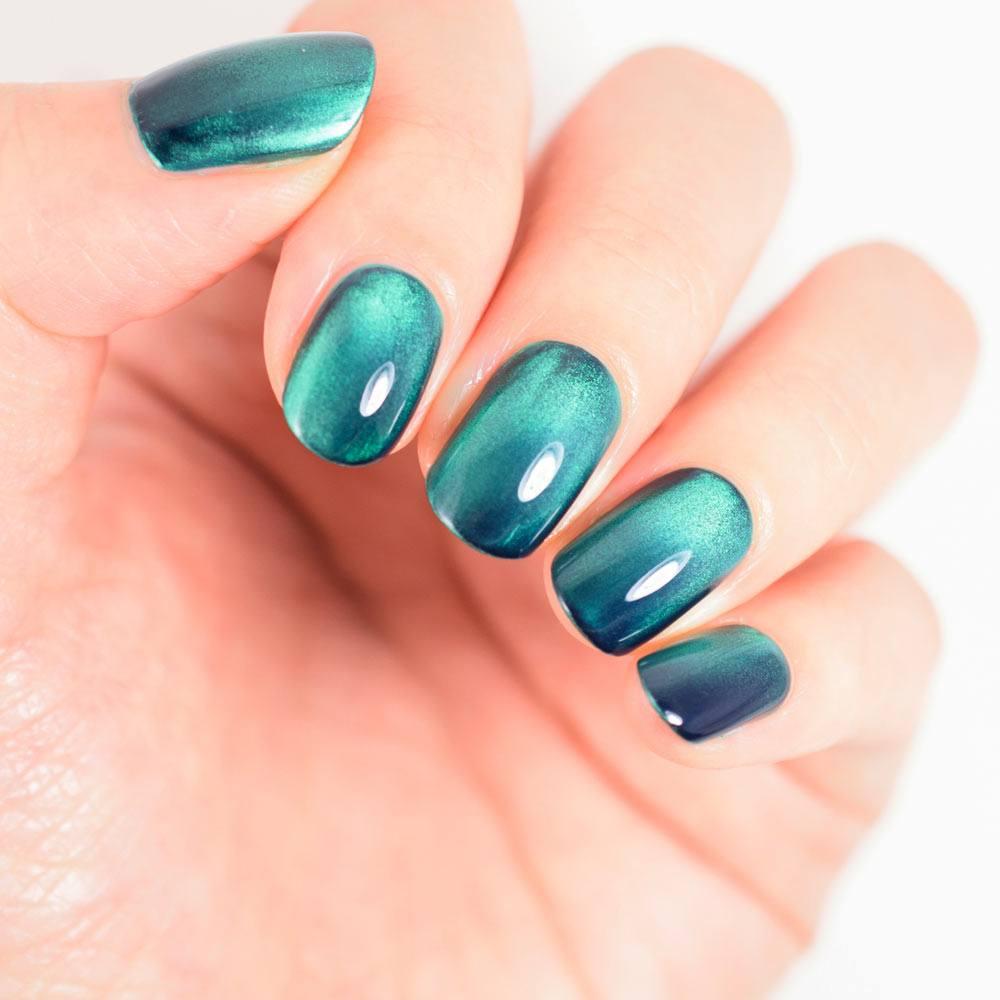 Cat Eye Green Nails