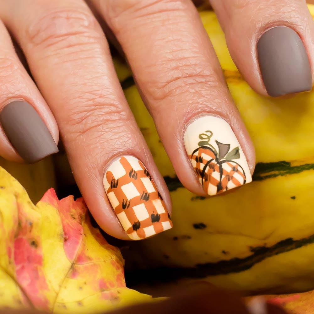 Fall Nails with Pumpkins