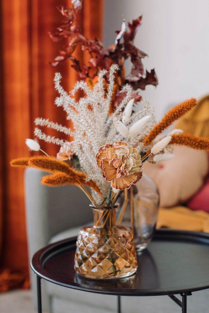 Home Decoration with Fall Flowers