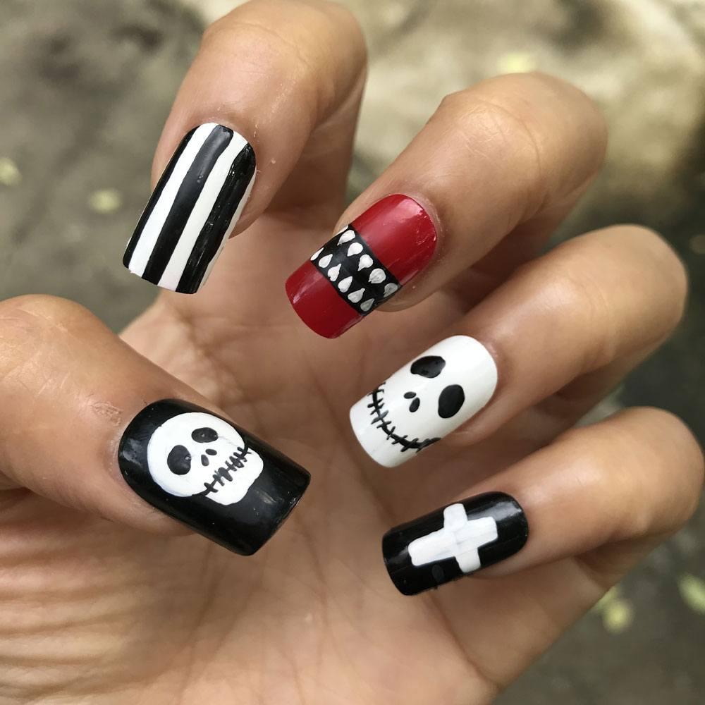 Spooky Halloween Nails Idea