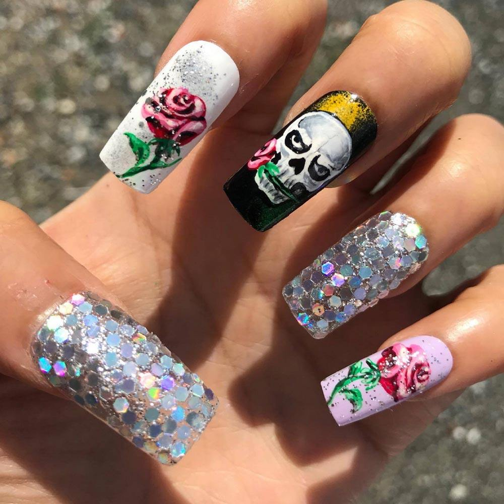 Sparkly Halloween Nails with Skull